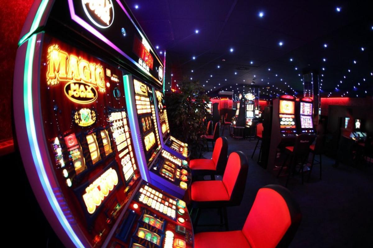 Голикова игровые автоматы онлайн покер 50 столов